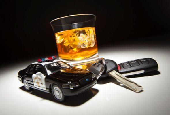 В Барановичах судили водителя, который пьяным катал друзей на багажнике чужой машины