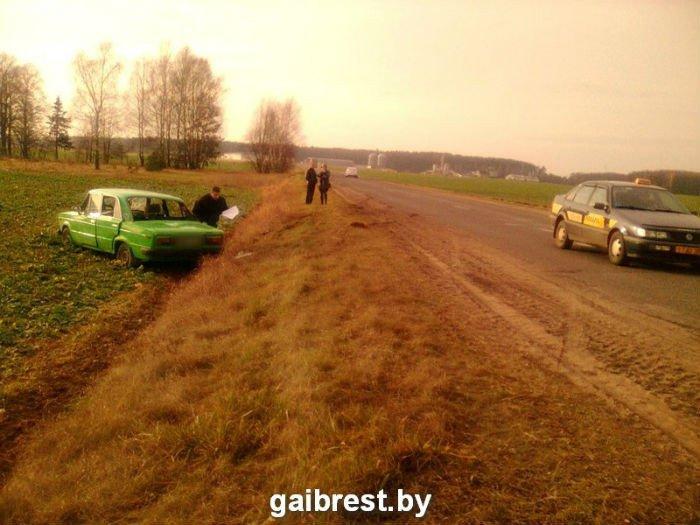 Под Барановичами женщина на ВАЗе вылетела в кювет – пострадал пассажир