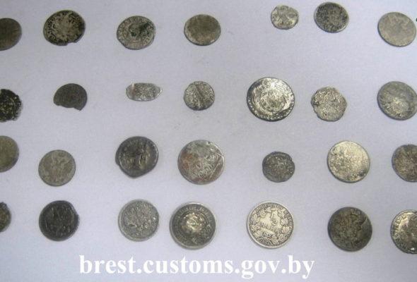 Житель Бреста пытался провезти через границу монеты ВКЛ и Римской империи