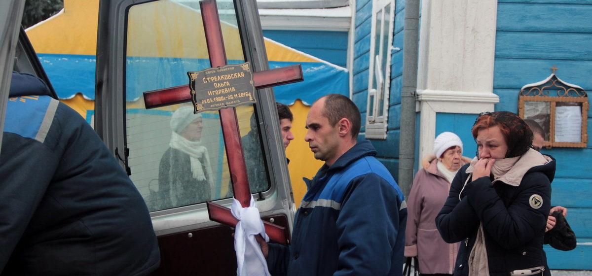 В Слуцке простились с женщиной, погибшей под колесами авто пьяного руководителя Барановичской ГАИ