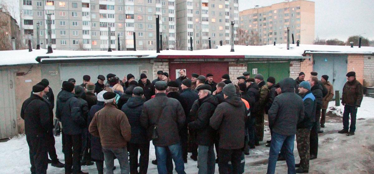 В Барановичах владельцам гаражей за отказ вступать в кооперативы грозят «отрезать» электричество