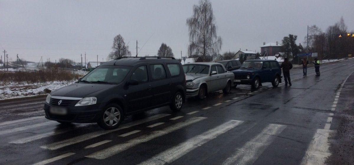 В Ляховичском районе по принципу домино столкнулись три автомобиля