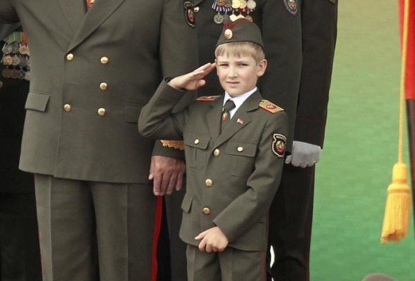 Лукашенко пожаловался журналистам, что не может оторвать сына от игры в World of Tanks