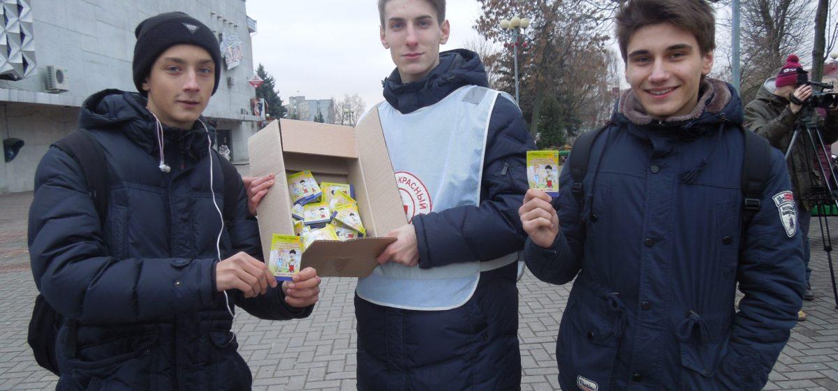 В Барановичах волонтеры напоят горячим чаем тех, кто знает о СПИДе