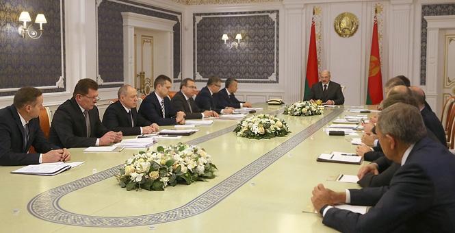Лукашенко поражен средней зарплатой в Свободной экономической зоне