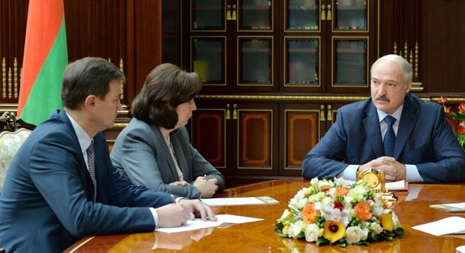 Лукашенко предложил на 35% сократить число чиновников