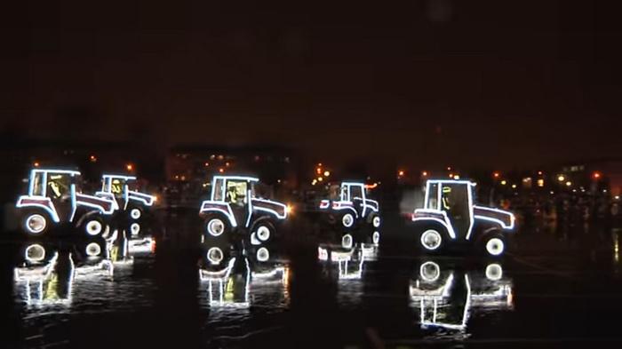Возле проходной МТЗ трактора Belarus танцевали вальс