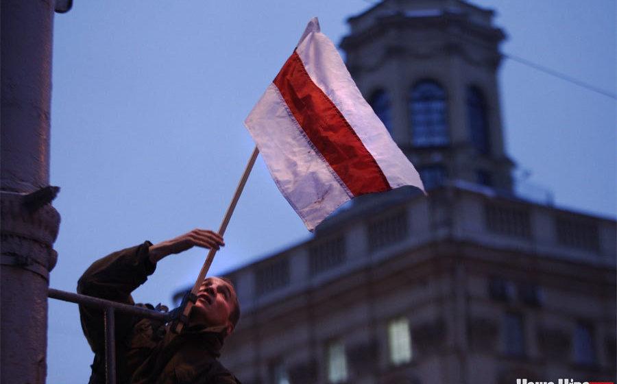 В Минске в годовщину распада СССР вывесили 25 бело-красно-белых флагов