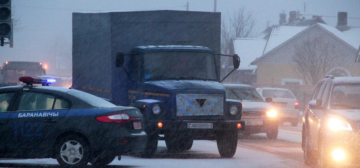 На улице Тельмана в Барановичах грузовик зацепил ребенка