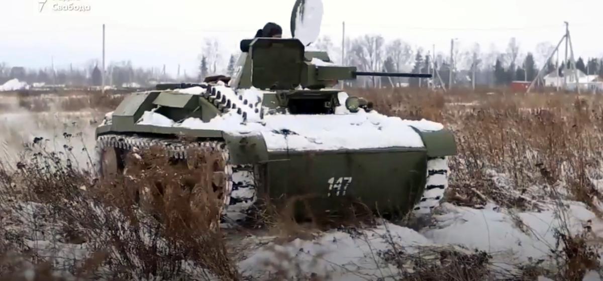 В сети появилось видео, как белорус собрал в гараже танк
