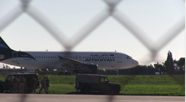 Ливийский самолет захватили в воздухе и посадили на Мальте