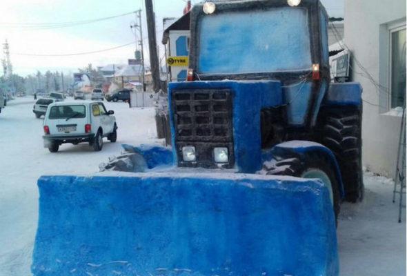 В Якутии из снега слепили трактор «Беларус» в натуральную величину