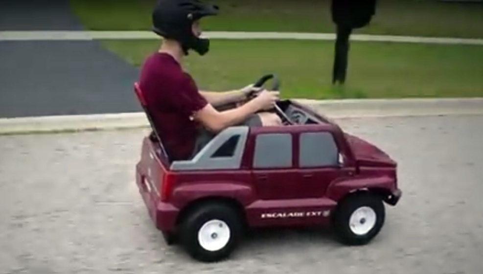 В сети появился ролик, как детская машинка разгоняется до 65 километров в час