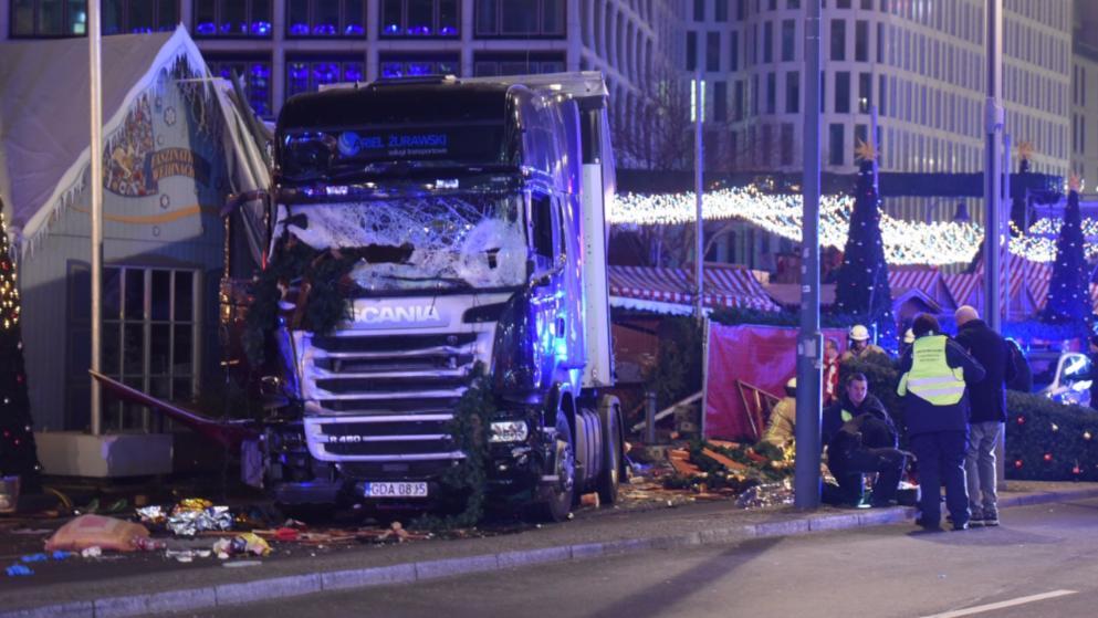 Все, что известно о наезде грузовика на рождественский рынок в центре Берлина