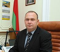 Председателю Барановичского горисполкома подарили макет пистолета ТТ 7,62 мм