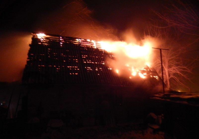 В Барановичах на улице Лебединой горел гараж