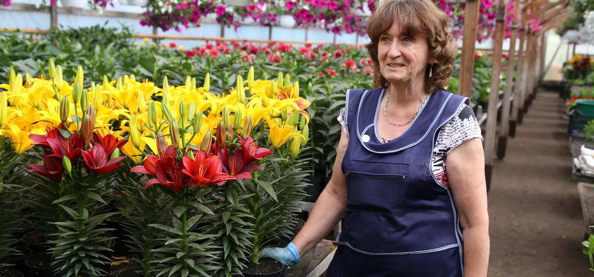 Барановичанка рассказала, сколько зарабатывает на цветке и почему дети не будут заниматься ее бизнесом