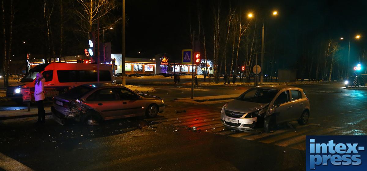 В Барановичах Opel сзади протаранил Renault