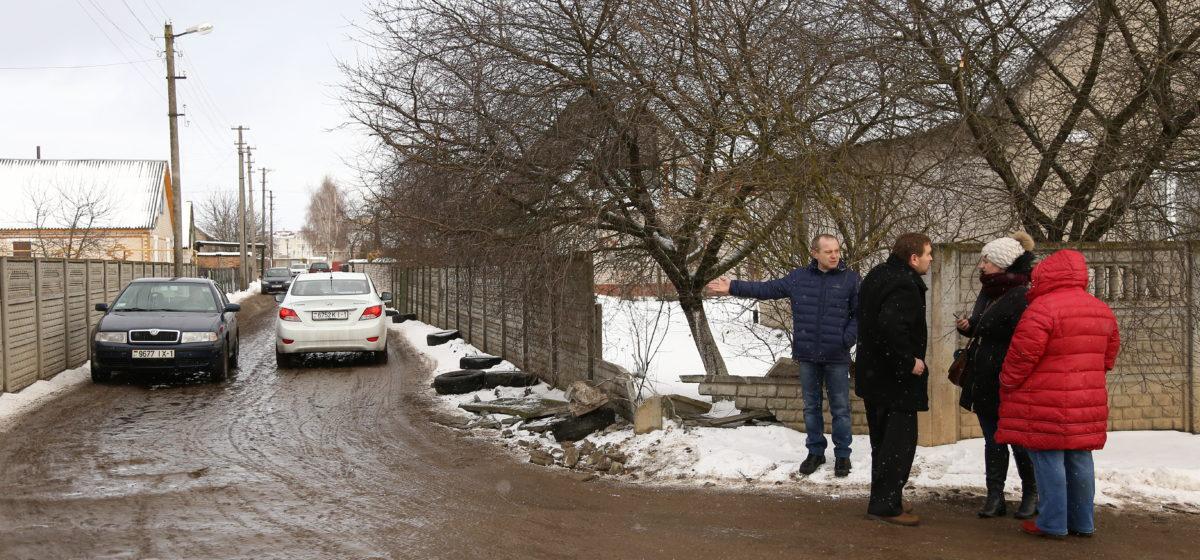 Ремонт на ул. 50 лет ВЛКСМ. Жители ул. Грушевой недовольны тем, что транспорт пустили по их дороге