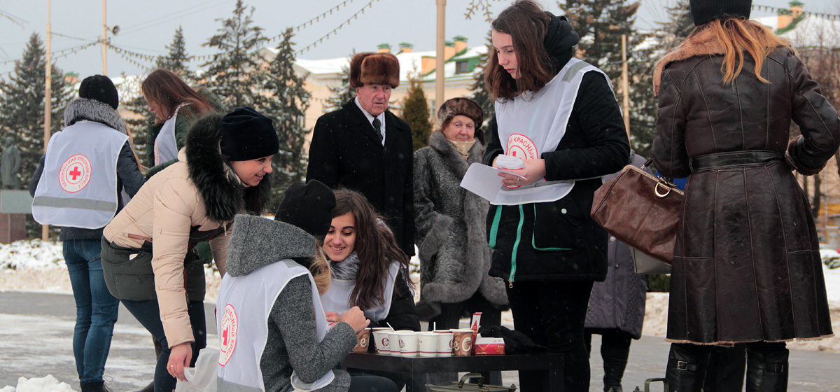 В Барановичах прошел флешмоб, посвященный Дню борьбы со СПИДом