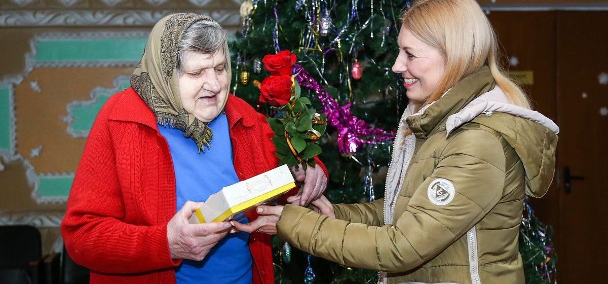 Intex-press вручила подарки жителям Леснянского дома-интерната