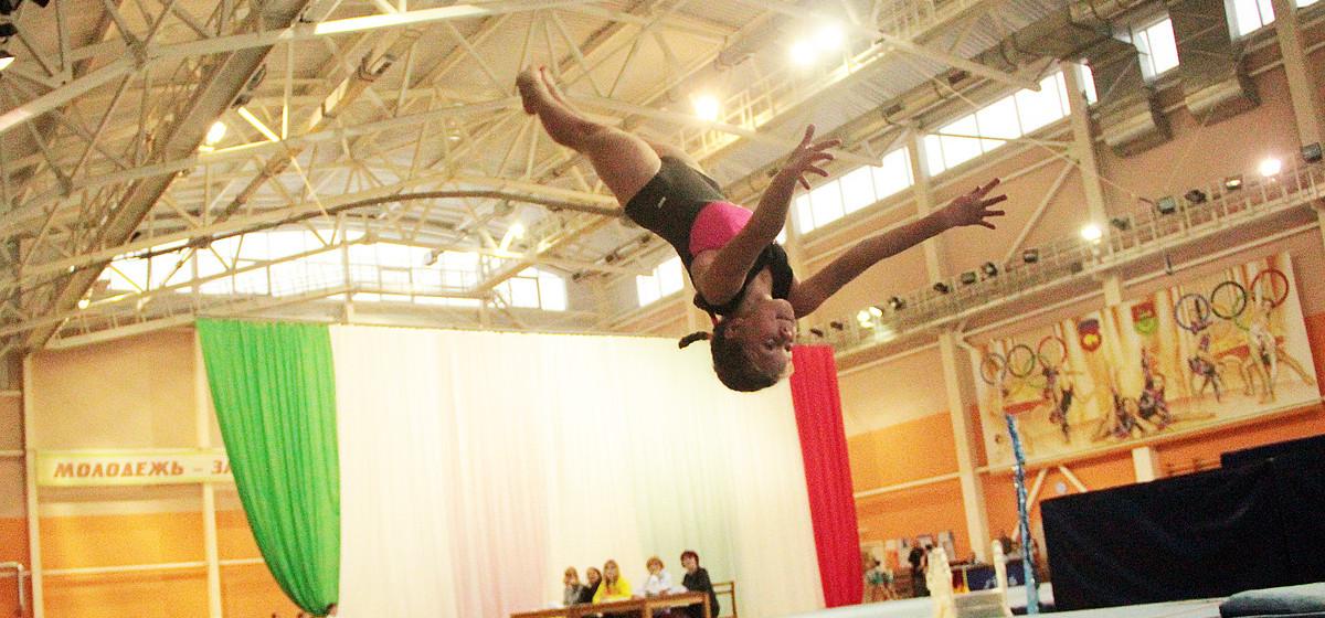 В Барановичах состоялся традиционный турнир по акробатике «Новогодняя сказка»