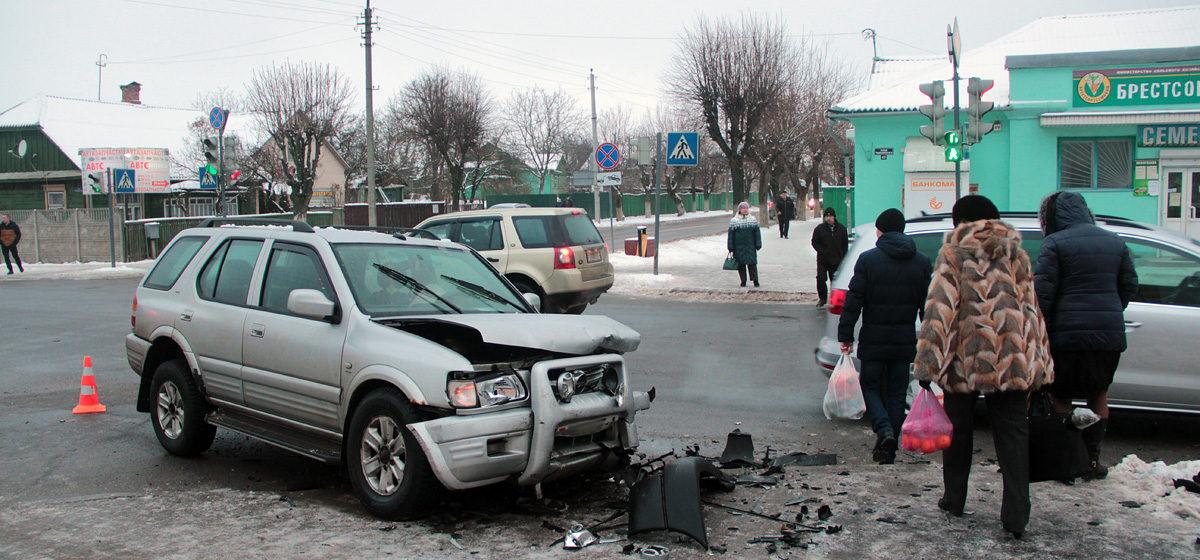 В Барановичах на перекрестке улиц Чернышевского и Притыцкого произошло ДТП