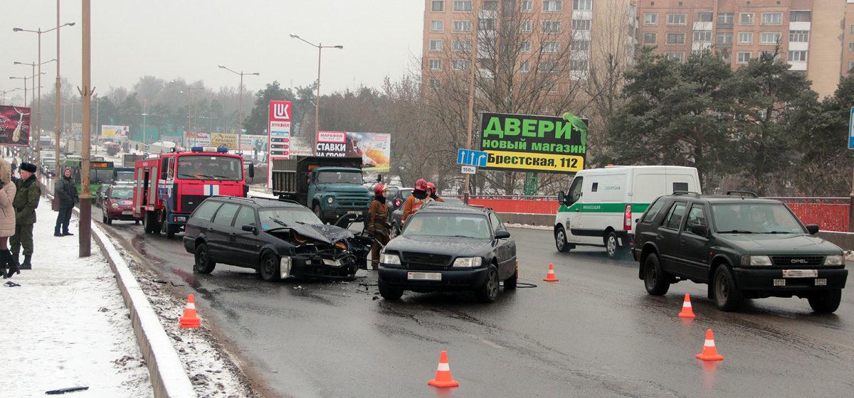 Авария на Полесском мосту. В районе стадиона пробка