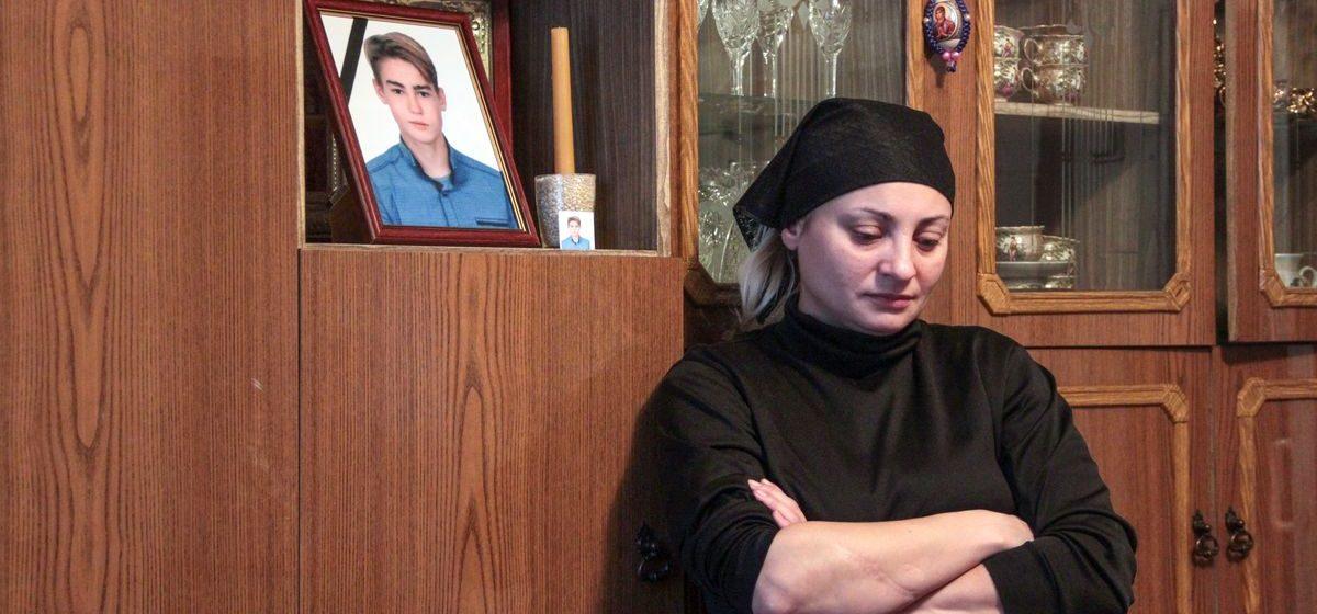 Возобновили следствие по факту суицида барановичского школьника. У мамы появились фото издевательств над сыном