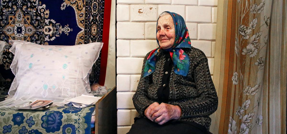 «На елку вешали картошку».  102-летняя жительница Барановичского района рассказала, как раньше отмечали Новый год