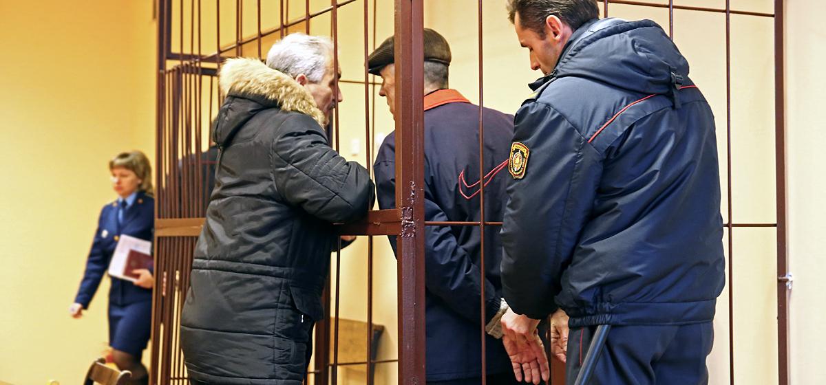 В Барановичах осудили мужчину, который хранил оружие в вентиляционной трубе в бане