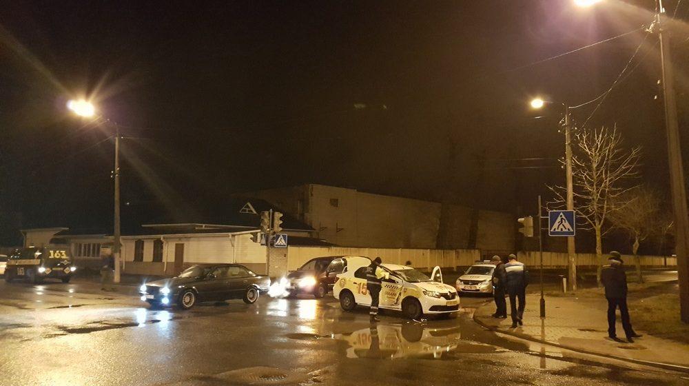 В Барановичах автобус ECOLINES протаранил такси