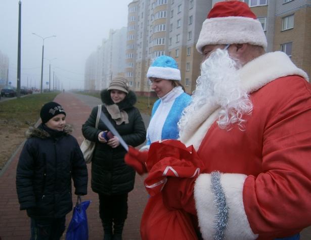 МНС призывает Дедов Морозов уплатить налоги