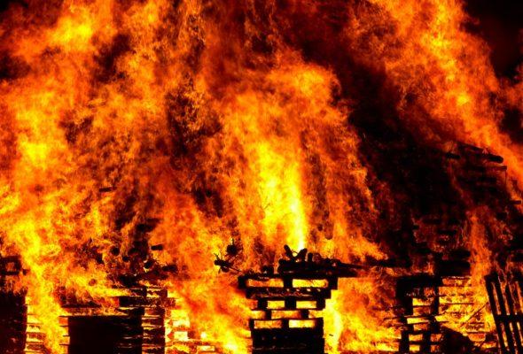 В Ляховичском районе при пожаре погибли мать и сын