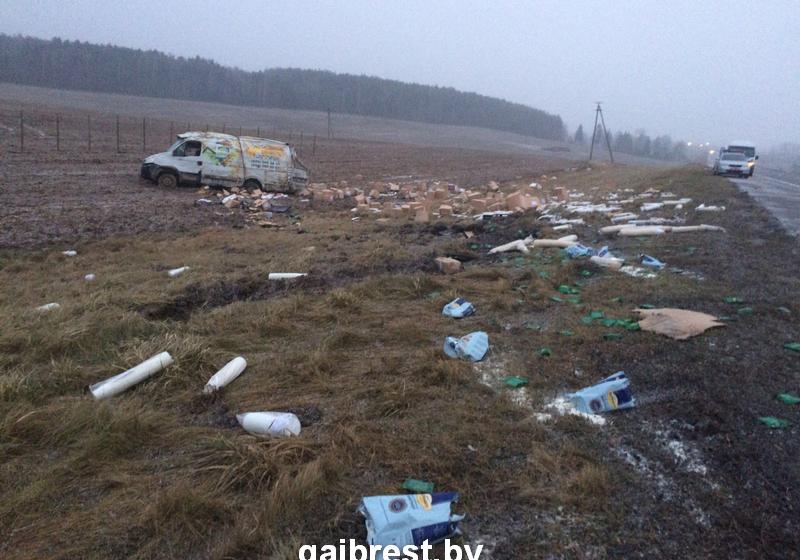 Гражданин Барановичей намикроавтобусе вылетел вкювет иперевернулся
