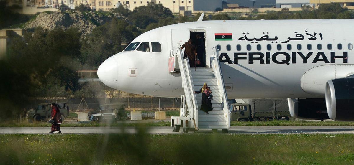 Захватчиков ливийского самолета взяли под стражу