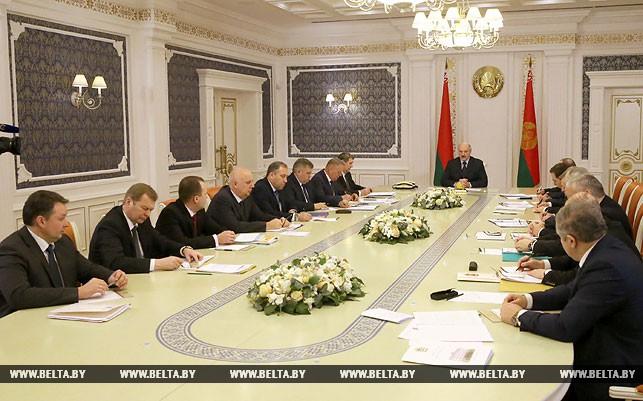 Лукашенко требует исключить излишнюю бюрократию при предоставлении земельных участков