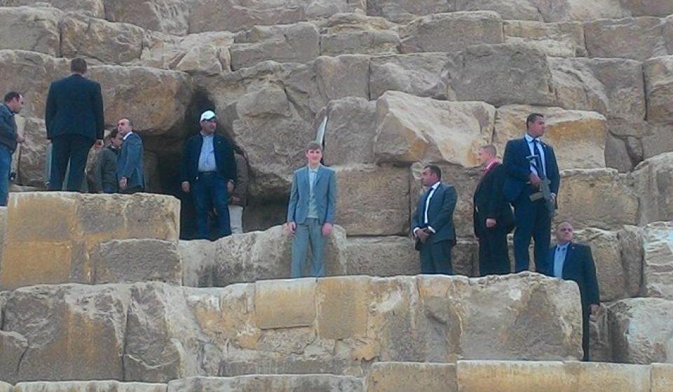 Фотофакт: Коля Лукашенко с автоматчиком на пирамиде