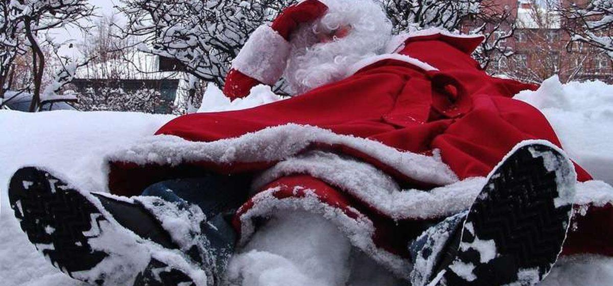 В Барановичах на старый Новый год избили Деда Мороза
