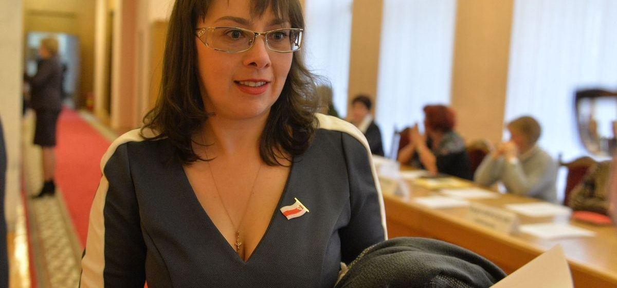 Оппозиционный депутат Анна Канопацкая обратилась к президенту с просьбой отменить налог на тунеядство