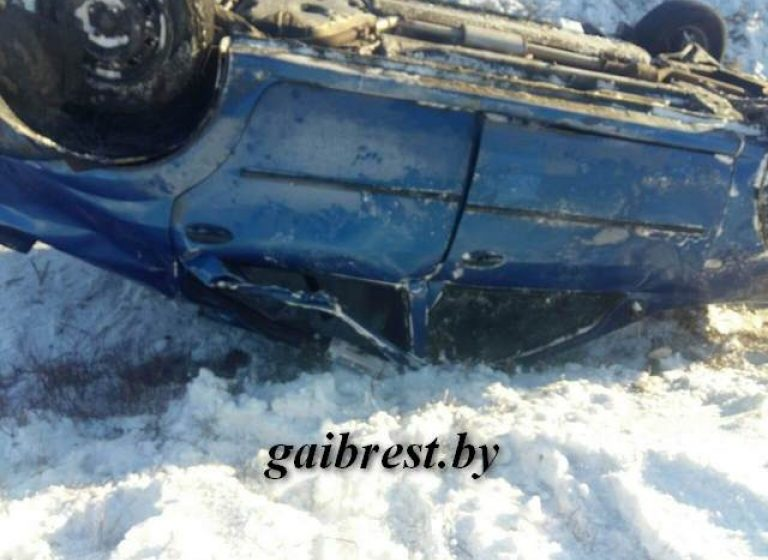 В Березовском районе перевернулась машина. Есть пострадавшие