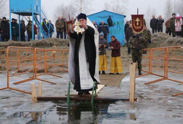 Что барановичские священники думают о традиции окунаться на Крещение в прорубь
