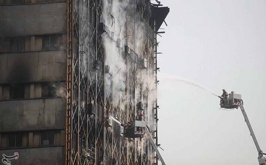 В Тегеране загорелся и обрушился торговый центр, под завалами – десятки людей