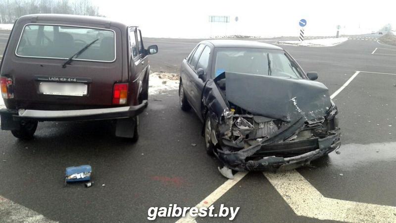 Под Барановичами водитель не уступил дорогу и врезался в другой автомобиль