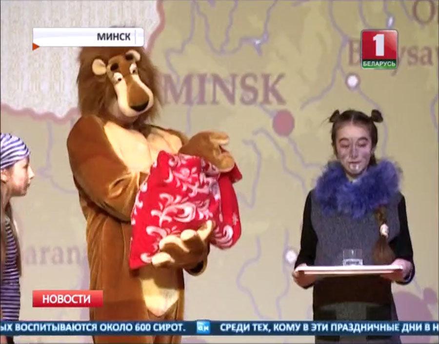 Видео, как Николай Лукашенко привез молоко имолочные продукты пенсионерам