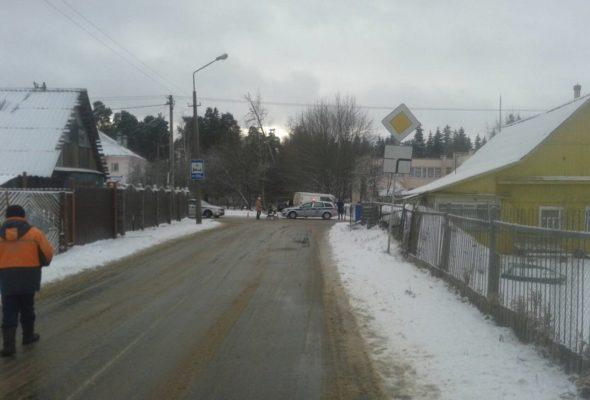 В Орше вылетевший на парковку микроавтобус насмерть сбил мужчину, который чистил свою машину от снега
