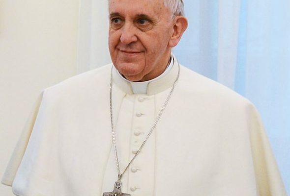 Папа Римский призвал женщин не стесняться кормить детей грудью в церквях