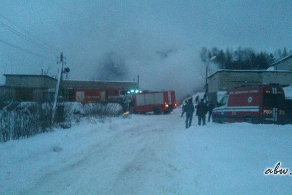 В Мачулищах в результате взрыва разрушены шесть гаражей