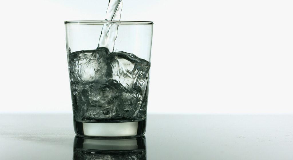 Ученые выяснили, что питьевая вода делает человека умнее