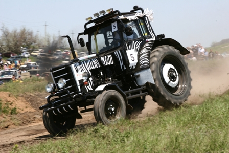 МТЗ организует тракторное ралли Париж – Мосар
